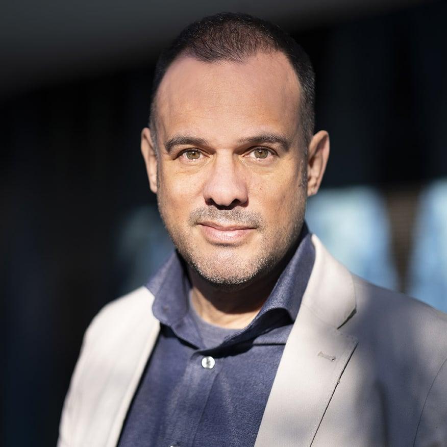 Carlos Taylhardat CEO Art of Headshots & vancouver photographer
